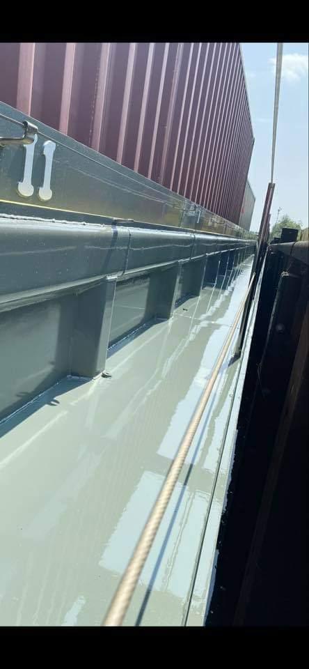 Glossy water based boat paint lacquer for inland marine ships and vessels
